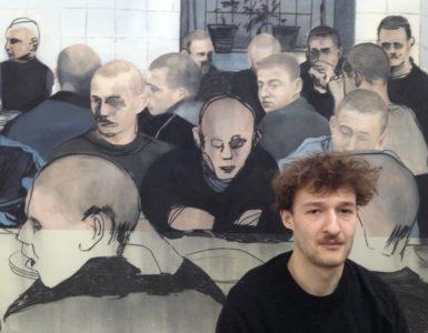Lenny Rébéré davant l'une de ses toile