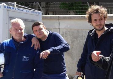 Neil Beloufa ( 2 ème en partant de la droite) lors de sa résidence d'artiste à Eaux de Paris